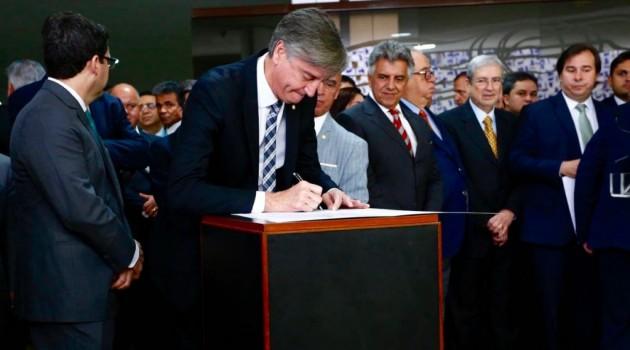 Câmara vai economizar mais de R$ 500 milhões