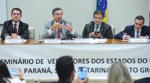 Em seminário, Deputado Dagoberto faz panorama sobre o atual cenário político